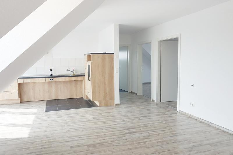 Barrierefreie Dachgeschoss-Wohnung zentral in HU ! Schick + Neuwertig!