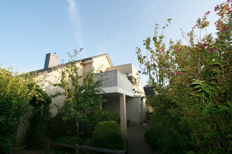 Traumhafte Dachgeschoss-Wohnung im 2 Parteien-Haus im schönen Kisdorf !