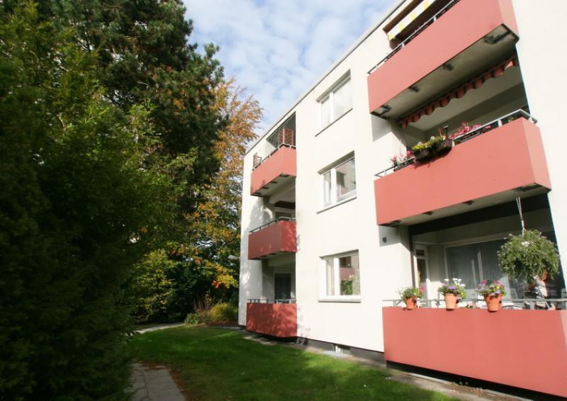 Hübsche 2 Zi.-Wohnung mit Loggia - Zentral in Henstedt-Ulzburg !