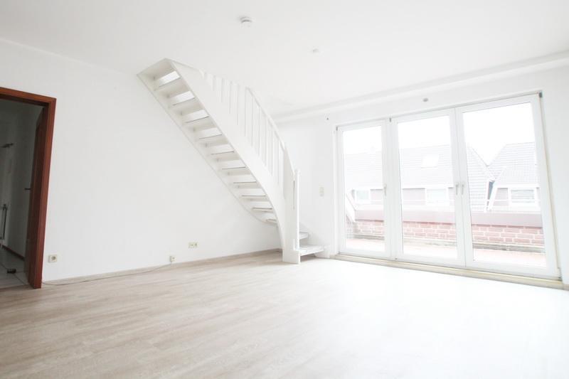 Wohnzimmer-mit-zugang-zum-dachboden
