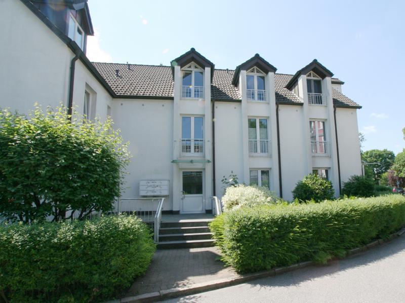 Traumhaft ruhig und im Grünen gelegene möblierte 2 Raum-Wohnung in HH-Groß Flottbek !